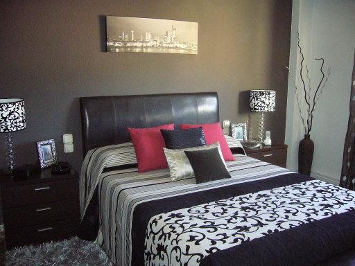 Hogar dulce hogar el dormitorio moderno de elena - Como colocar cojines en la cama ...