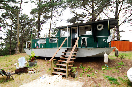 Now that's what I call a house boat. Image from the artist's SF-based ...