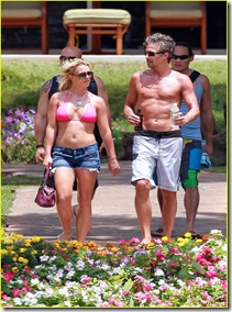 britney-spears-jason-hot-pink-bikini-01