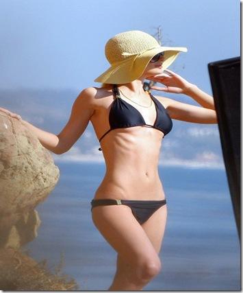 paris-bikini-101810-8
