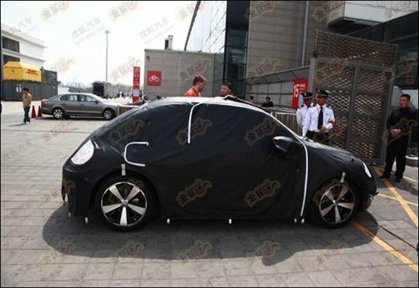Novo VW Beetle é flagrado antes de Xangai