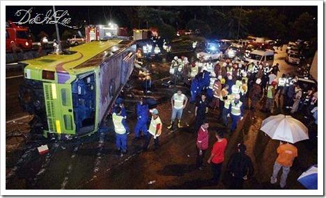 cedera dalam kejadian bas pelancongan terbalik di Km38 Genting Sempah ...