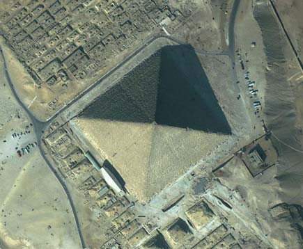 ig21 above pyramid egypt 02 14 Most Amazing Satellite Pictures You'll Ever Seen Before