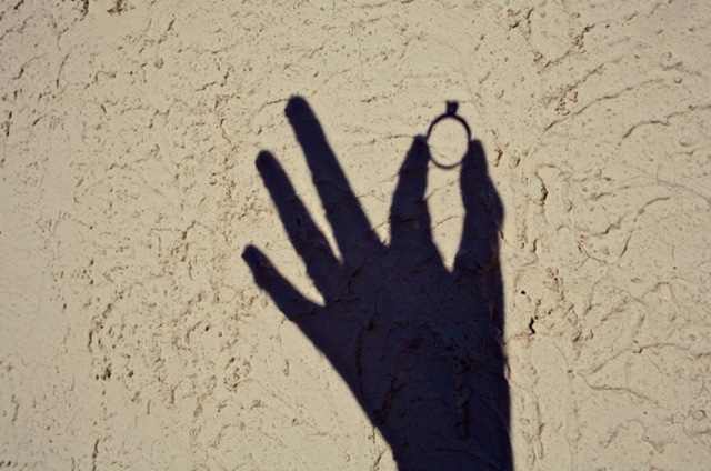 hand ring shadow