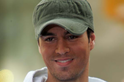 wallpaper of enrique iglesias. Enrique Iglesias performs