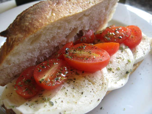 Lunch Recipe: Tomato Mozzarella Sandwich