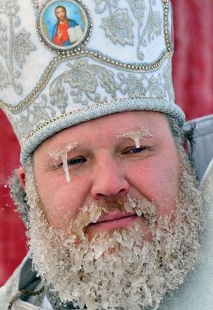 Отец Димитрий Денисенко в сосульках