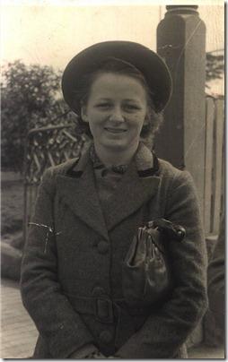 Mum at Katoomba 1947 aged 18