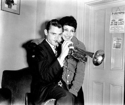 Chet Baker (1929-1988) e sua mulher, Liliane, em Londres, em 1955.jpg