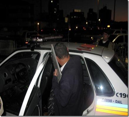 Falso policial civil tenta dar carteirada e é preso no centro de