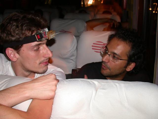 Eu e o Edu Amador batendo papo no ônibus