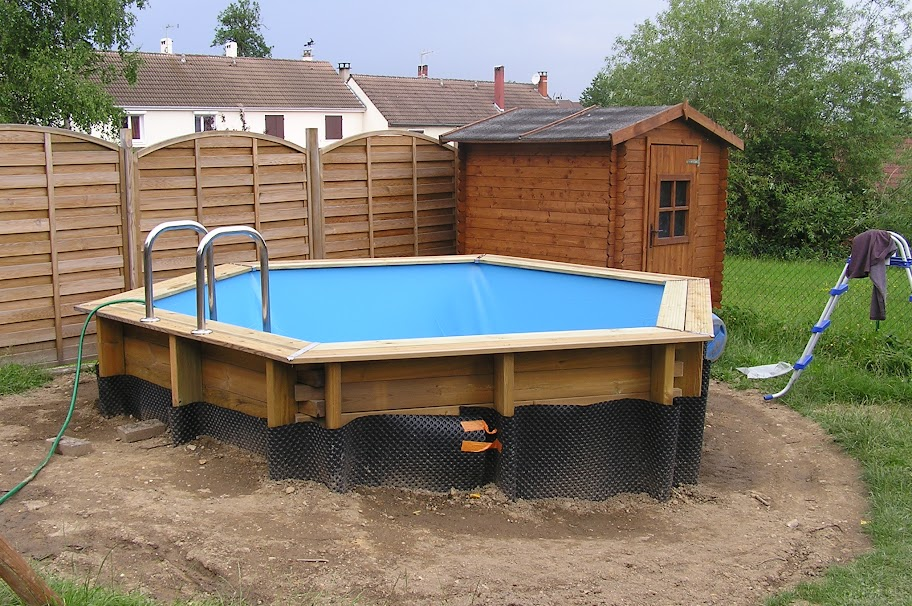 Comment enterrer une piscine en bois interesting with for Enterre une piscine en bois