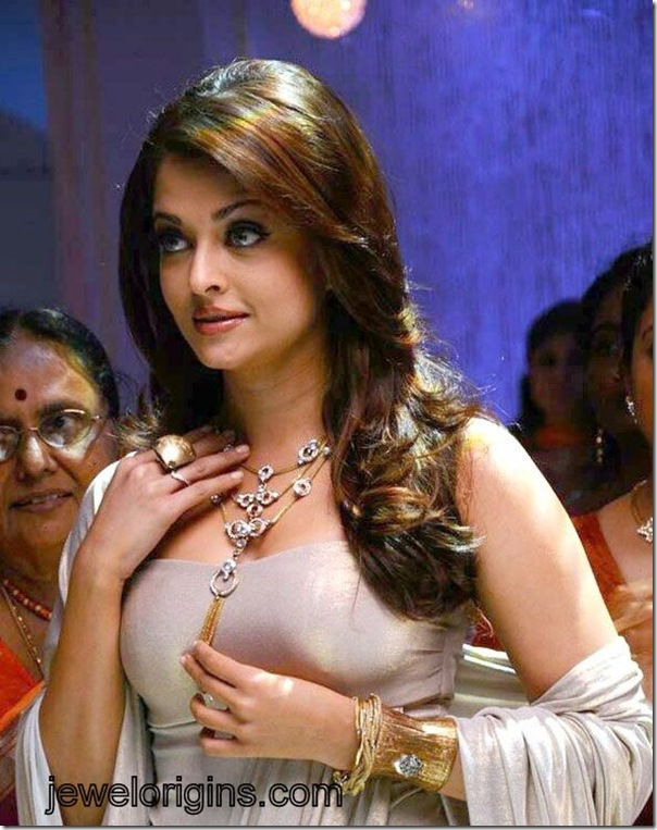 Aishwarya_Rai_Gold_Neckless