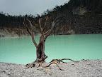 Lac de cratere blanc