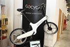 F. Cancellara zrobił reklamę to teraz cały wysyp wspomaganych elektrycznie rowerów ;-) Ten odróżnia się od reszty tym, że stanowi faktycznie przemyślaną i kompletną konstrukcję (chociaż może o trochę zbyt futurystycznym designie), a nie jest tylko zwykłym mieszczuchem z chamsko doczepionym silnikiem. Plus.