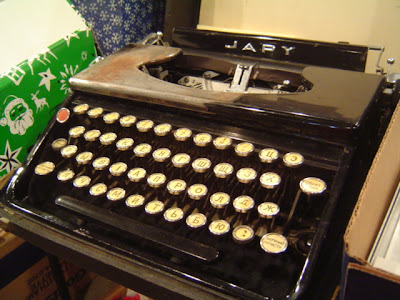 image of typewriter with Cyrillic alphabet