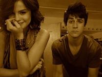 Selena-Gomez-Twitter-b03