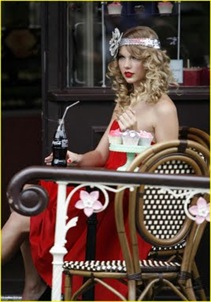 taylor-swift-coca-cola-cute-03