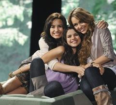 pdcq5_Miley_Cyrus_Selena_Gomez_Demi_Lovato