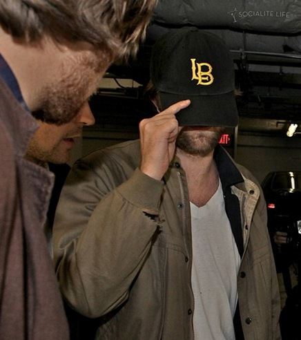 gallery_main-robert-pattinson-hotel-cafe-photos-12052009-34
