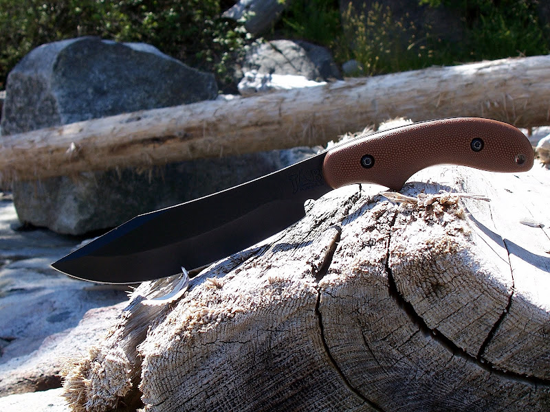 knife, called Piggyback. This little blade and the sheath is made in
