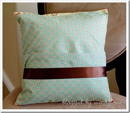 earlybird_pillow_back
