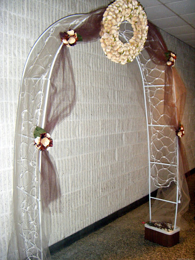DIY Wedding Arch Rosettes and Netting
