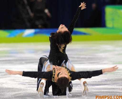 Ukraine's Anna Zadorozhniuk and Sergei Verbillo perform in the Ice Dance Free program at the Pacific Coliseum in Vancouver, during the 2010 Winter Olympics on February 22, 2010. AFP PHOTO / YURI KADOBNOV (Photo credit should read YURI KADOBNOV/AFP/Getty Images)