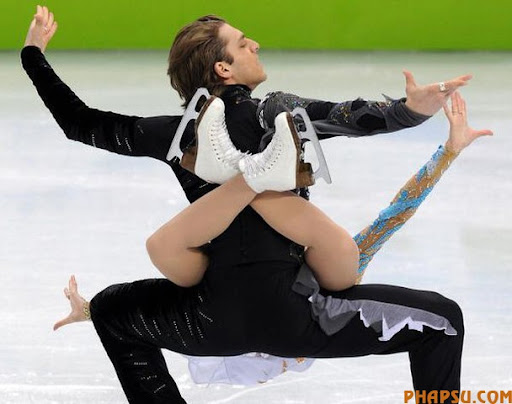 Georgia's Allison Reed and Otar Japaridze compete in the Figure Skating Ice Dance free program, at the Pacific Coliseum in Vancouver during the XXI Winter Olympics, on February 22, 2010.     AFP PHOTO / Dimitar DILKOFF (Photo credit should read DIMITAR DILKOFF/AFP/Getty Images)