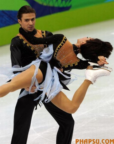Ukraine's Anna Zadorozhniuk and Sergei Verbillo compete in the Figure Skating Ice Dance free program, at the Pacific Coliseum in Vancouver during the XXI Winter Olympics, on February 22, 2010.     AFP PHOTO / Dimitar DILKOFF (Photo credit should read DIMITAR DILKOFF/AFP/Getty Images)