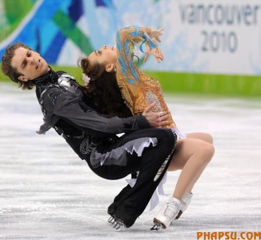 Georgia's Allison Reed and Otar Japaridze compete in the 2010 Winter Olympics ice dance figure skating free program at the Pacific Coliseum in Vancouver on February 22, 2010.            AFP PHOTO/Saeed KHAN (Photo credit should read SAAED KHAN/AFP/Getty Images)