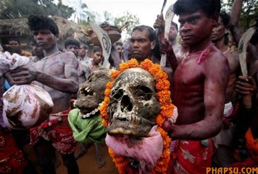 Hindu devotees parade with human remains during Shiva-Gajan festival in Kurmun, a remote village about 165 kilometers (102 miles) west of Calcutta, India, Tuesday, April 13, 2010. Shiva-Gajan is a traditional festival performed on the last day of Bengali calendar year when members of the community exhume body parts from graveyards and carry them in a procession to appease Hindu Lord Shiva. (AP Photo)