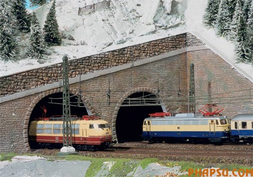model-train-set-at03.jpg