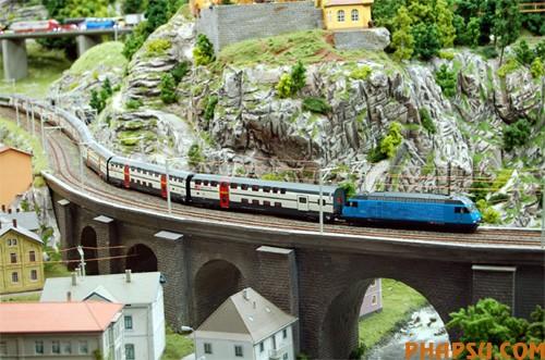 model-train-set-sw07.jpg
