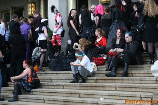 In this Saturday , May 22, 2010 picture a participant of the wave gothic festival walk in Leipzig, eastern Germany. (AP Photo/dapd/Sebastian Willnow)