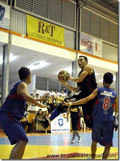 National cager Ben Sim (C) goes for a layup against Kota Kinabalu last night. Picture: BT