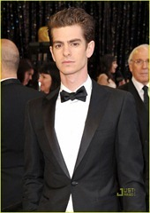 andrew-garfield-2011-oscars-red-carpet-02