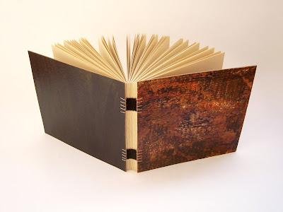caderno artesanal, papel colorplus marfim, encadernação artesanal tecida