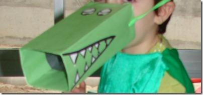 disfraz cocodrilo hecho con tetrabrik
