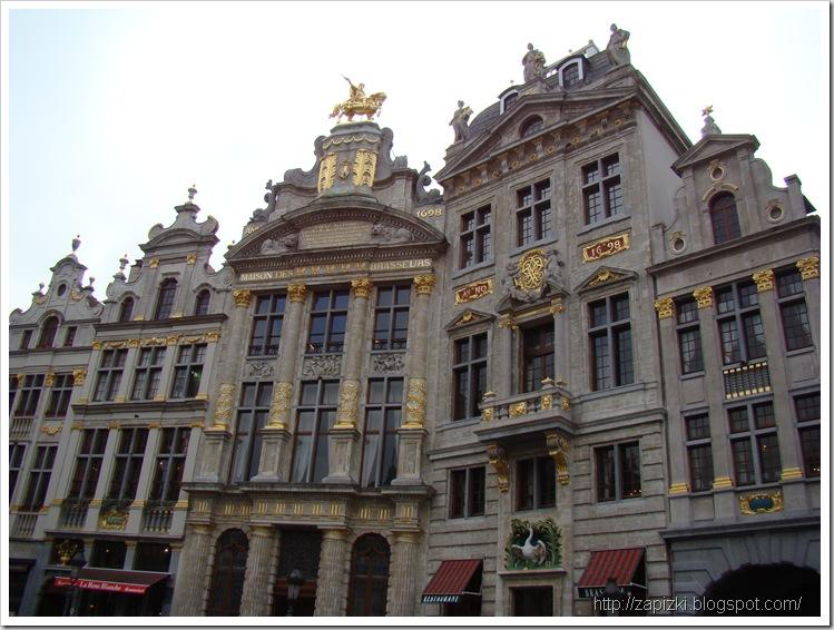 Юго-восточная сторона Grand Place