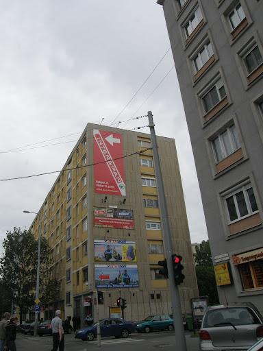 óriásplakátok, vizuális környezetszennyezés, visual pollution, billboards, reklám, maffia