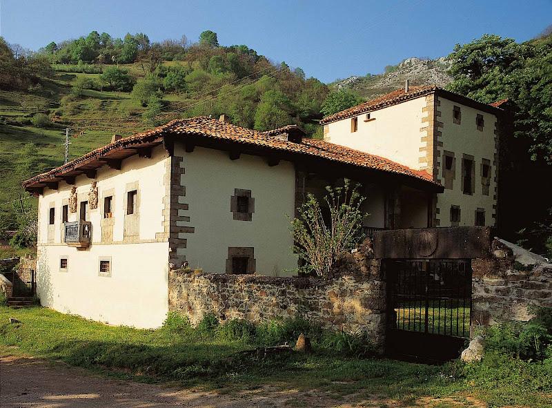 Casona de los García de Vega (Aller)