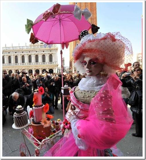 Carnevale 2011 - foto il martedi grasso a venezia - maschera ed erotismo11