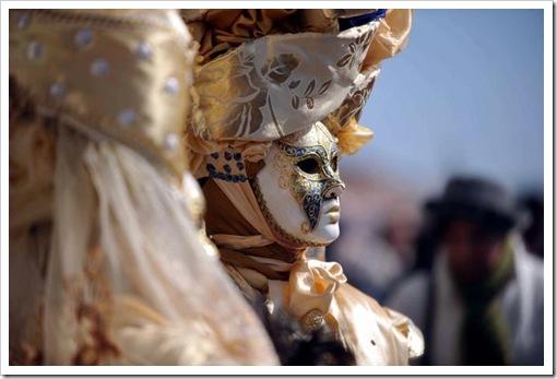 Carnevale 2011 - foto il martedi grasso a venezia - maschera ed erotismo12