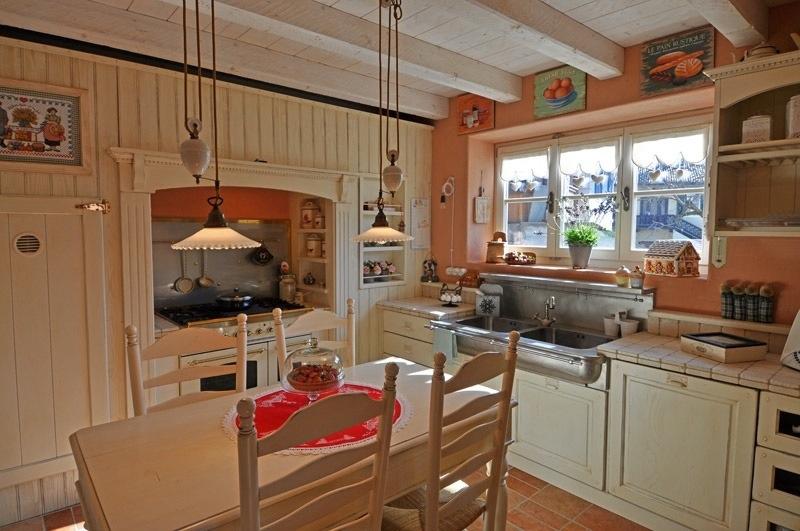 Squarciomomo la casa delle favole di montagna for Cucine di montagna