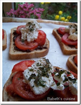 toast tapenade chèvre tomates 1
