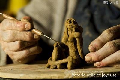 Photo: Danielle Bouthinon, Céramiste. Poterie utile et joyeuse. Photographe Idriss Bigou-Gilles
