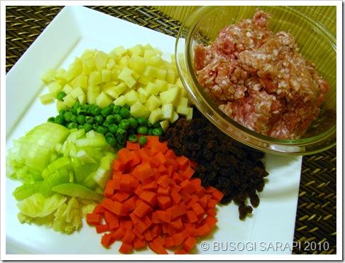 pork empanada prep© BUSOG! SARAP! 2010