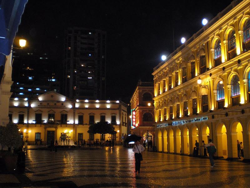 Praça do Leal Senado à noite, Macau
