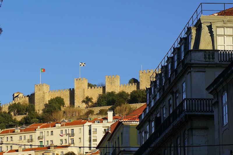 O Castelo de São Jorge desde o Rossio